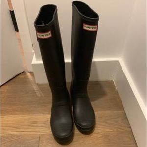 Women Black Knee-High Hunter Rain Boots